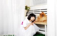 小公主和小狗图片