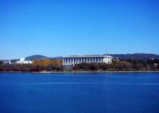 湖与建筑图片