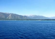 蓝色的湖图片