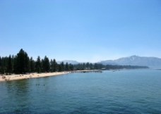 湖岸线图片