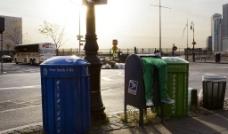 城市垃圾桶图片