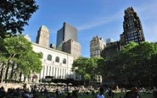 纽约 曼哈顿 第五大道42街 高楼和街心花园图片