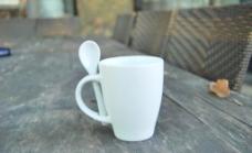 纯白咖啡杯图片