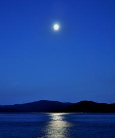 湖边的夜色图片