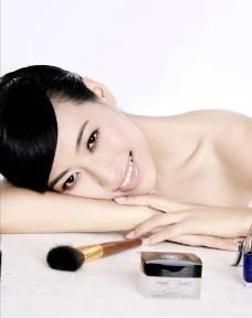美女化妆品代言图片