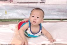 宝宝半岁时的留影 可爱吧图片