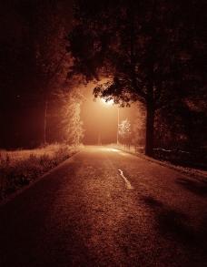 夜色下的马路图片