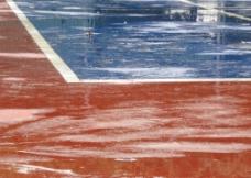 雨中球场图片