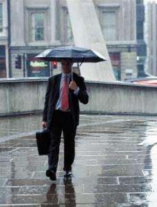 下雨天为什么要撑伞