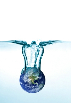坠入水中的地球图片