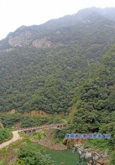 峡谷小桥图片