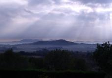透过云层的光线图片